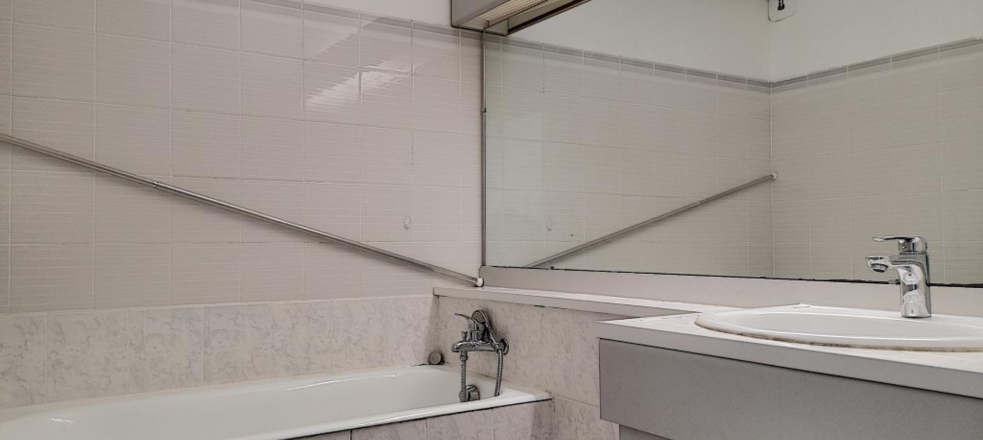 F1 à louer rue de Wagram salle de bain