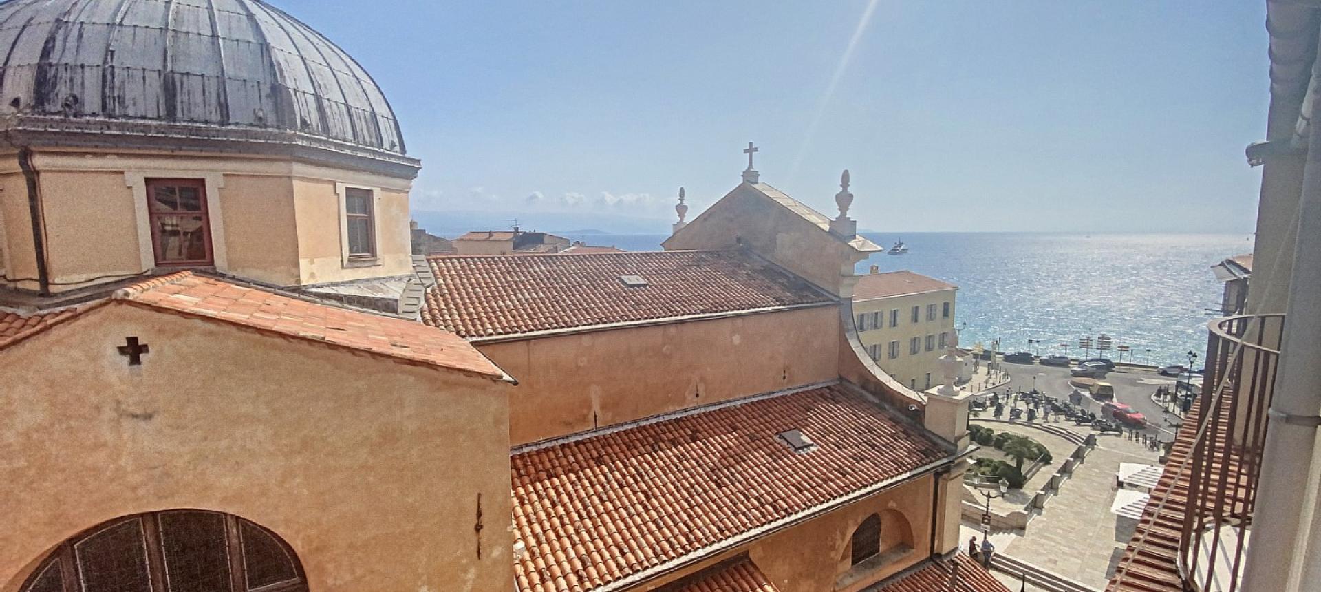 F2 à vendre vue mer proche Cathédral-Centre ville d'Ajaccio