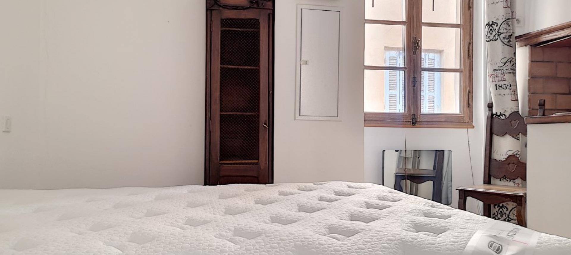 F2 meublé à louer au cœur de la ville d'Ajaccio chambre