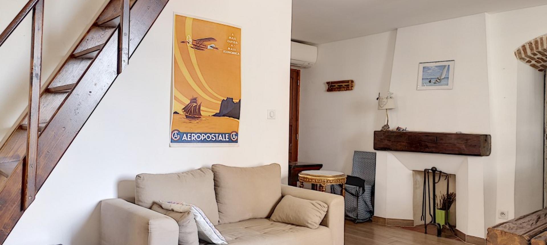 F2 meublé à louer au cœur de la ville d'Ajaccio coin salon