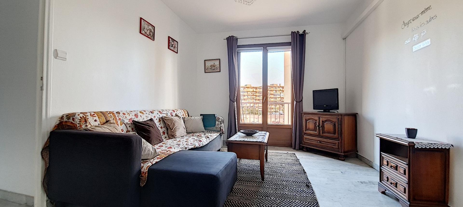 F2 meublé à louer Pietralba séjour
