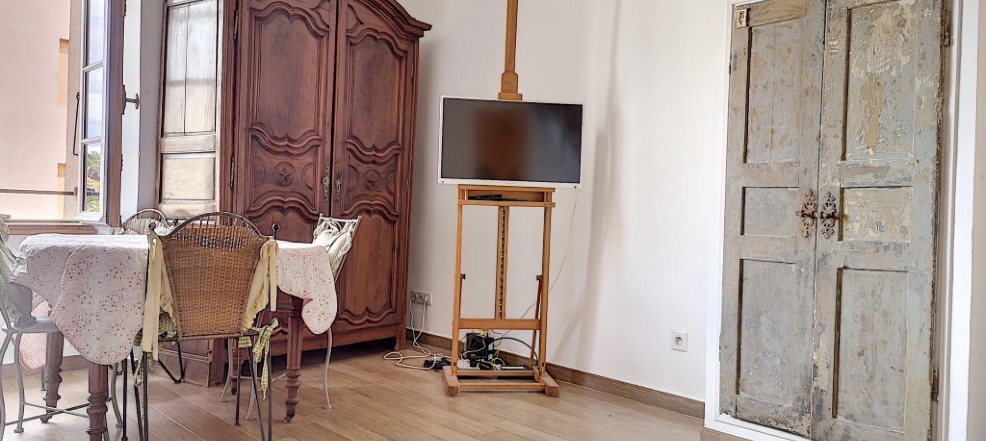 F2 meublé à louer au cœur de la ville d'Ajaccio  séjour