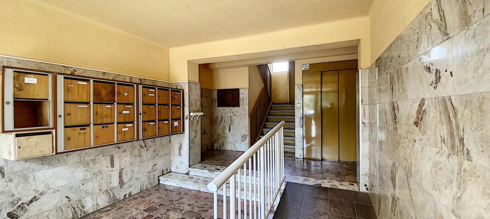 A vendre appartement F3 proche centre-ville - Vue entrée résidence