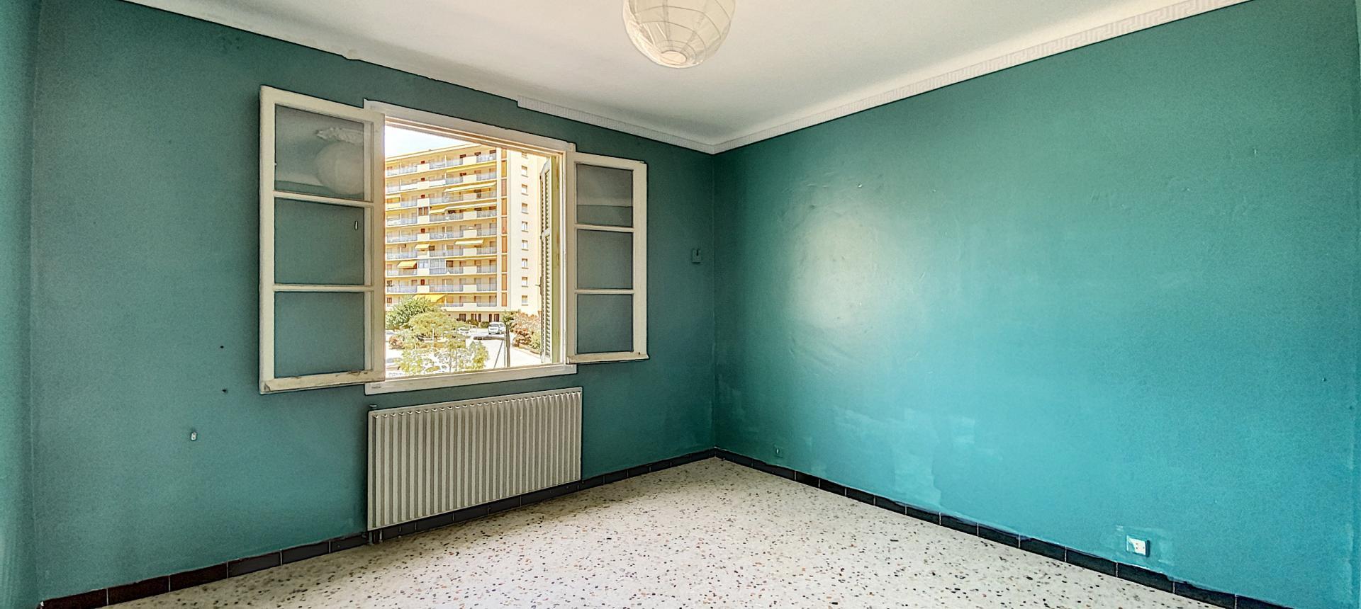 A vendre appartement F3 proche centre-ville - Vue chambre 2