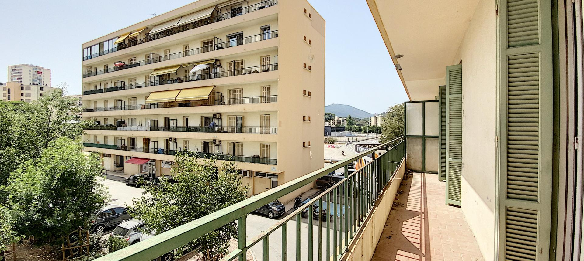 A vendre appartement F3 proche centre-ville - Vue extérieur balcon 1