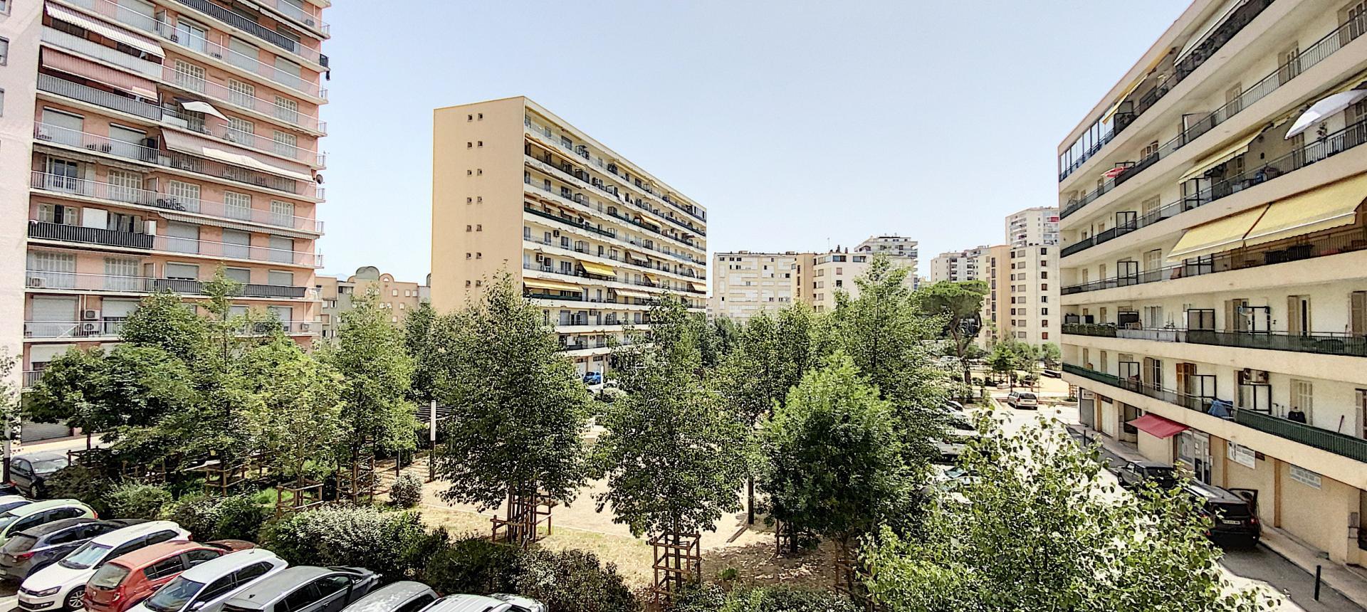 A vendre appartement F3 proche centre-ville - Vue extérieur balcon 2