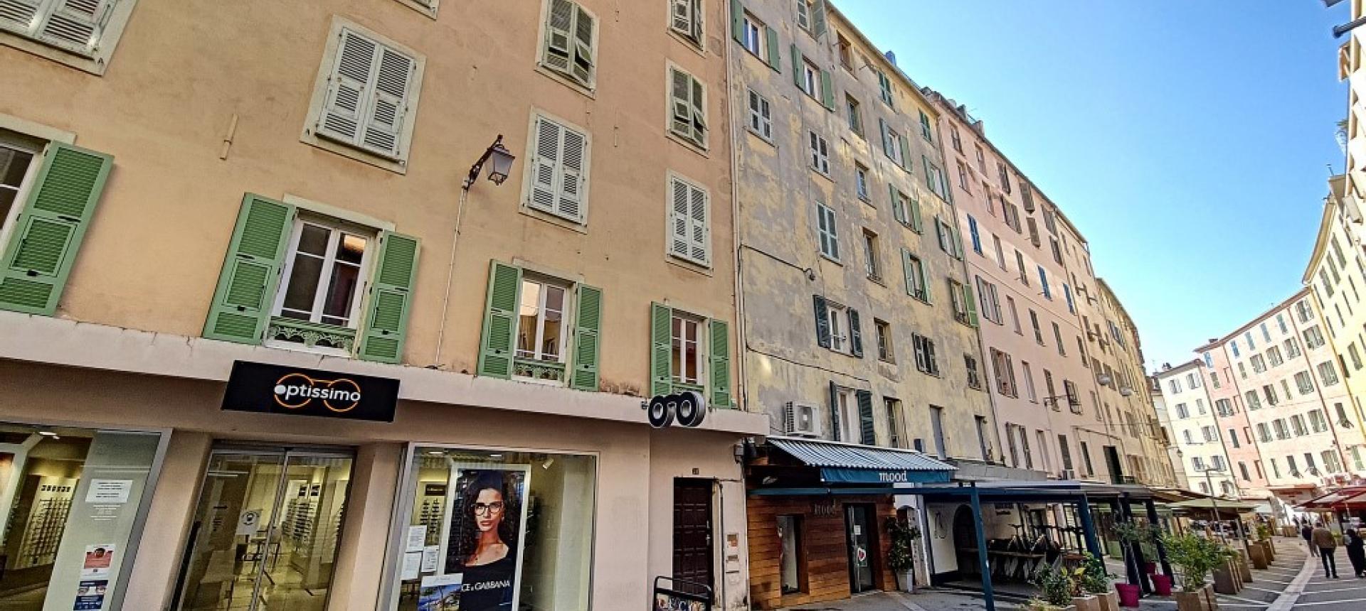 F3 à louer Rue Fesch immeuble