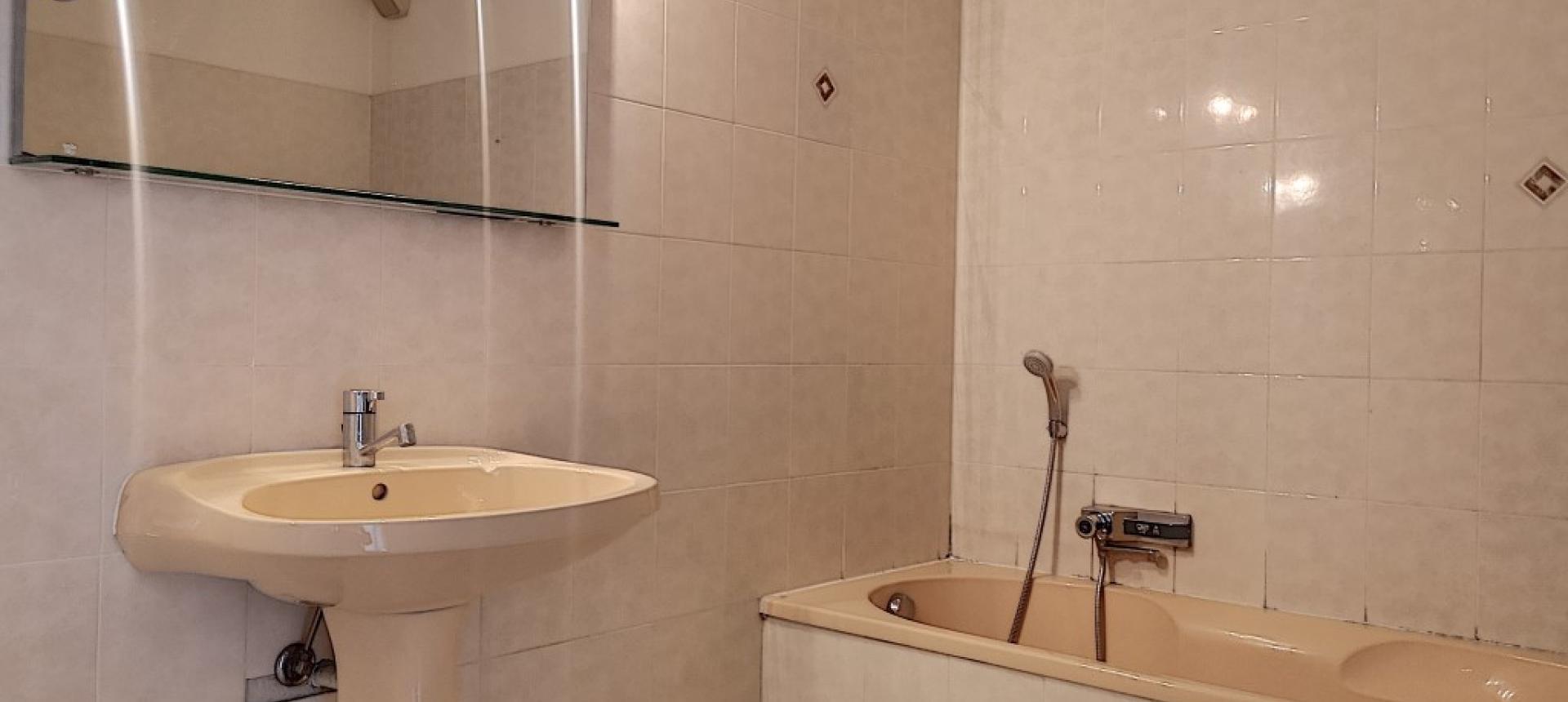 F3 meublé à louer FRED SCAMARONI salle de bains