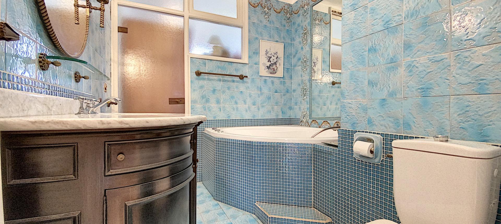 F4 à vendre sur les hauteurs du Parc Berthault Ajaccio -Salle de bains