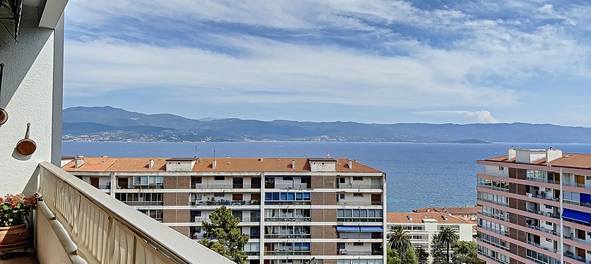F4 à vendre sur les hauteurs du Parc Berthault Ajaccio- vue mer