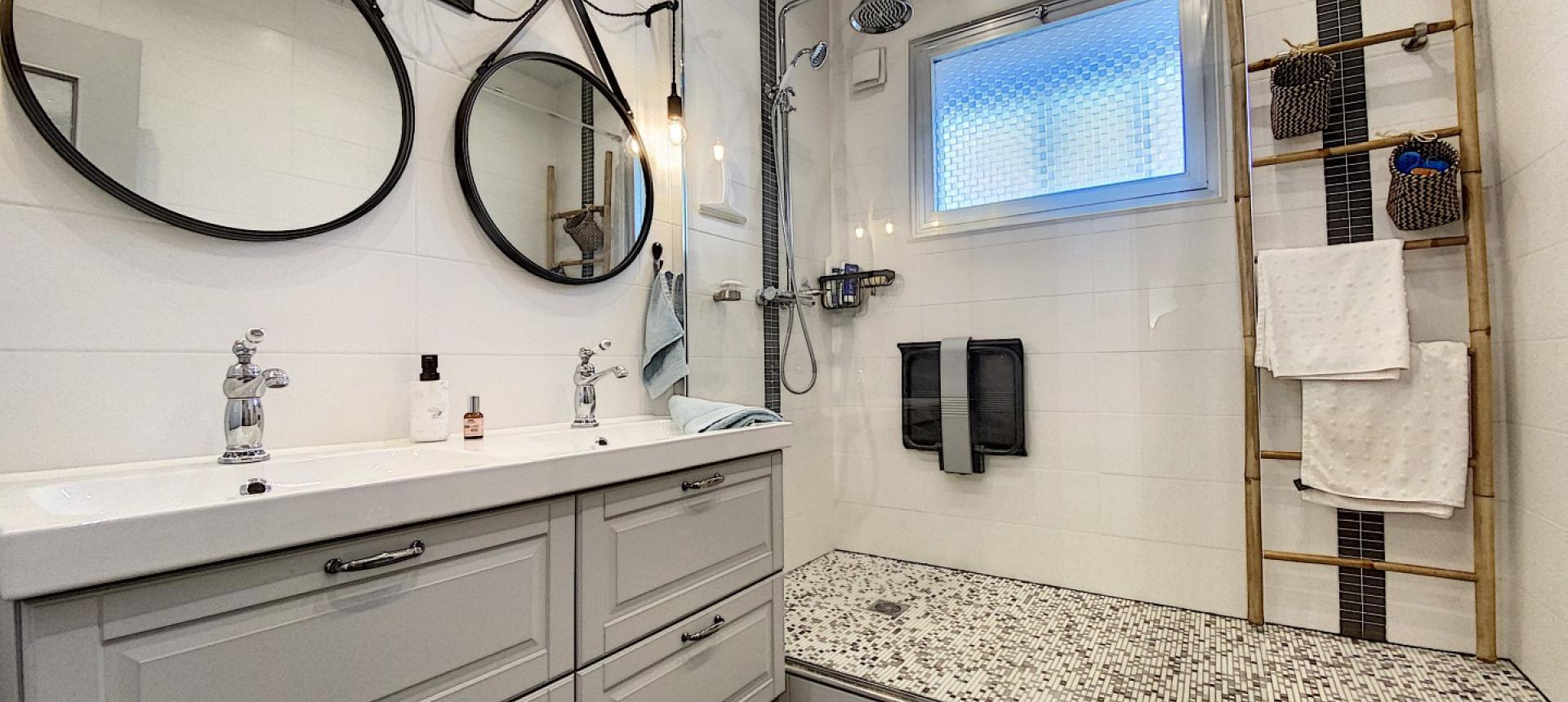 F4 à vendre Parc Belvedere à Ajaccio salle de bain