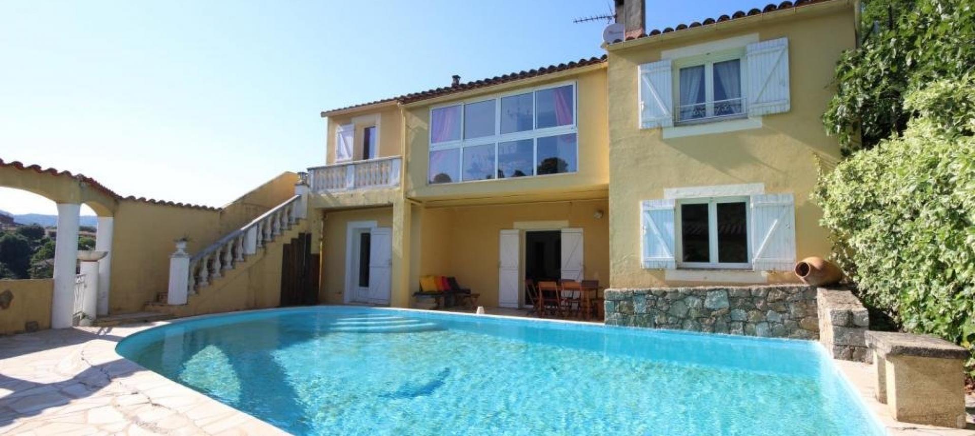 Piscine Terrasse verdure, Maison F4 a vendre, proche Mezzavia, En Corse, à Ajaccio.