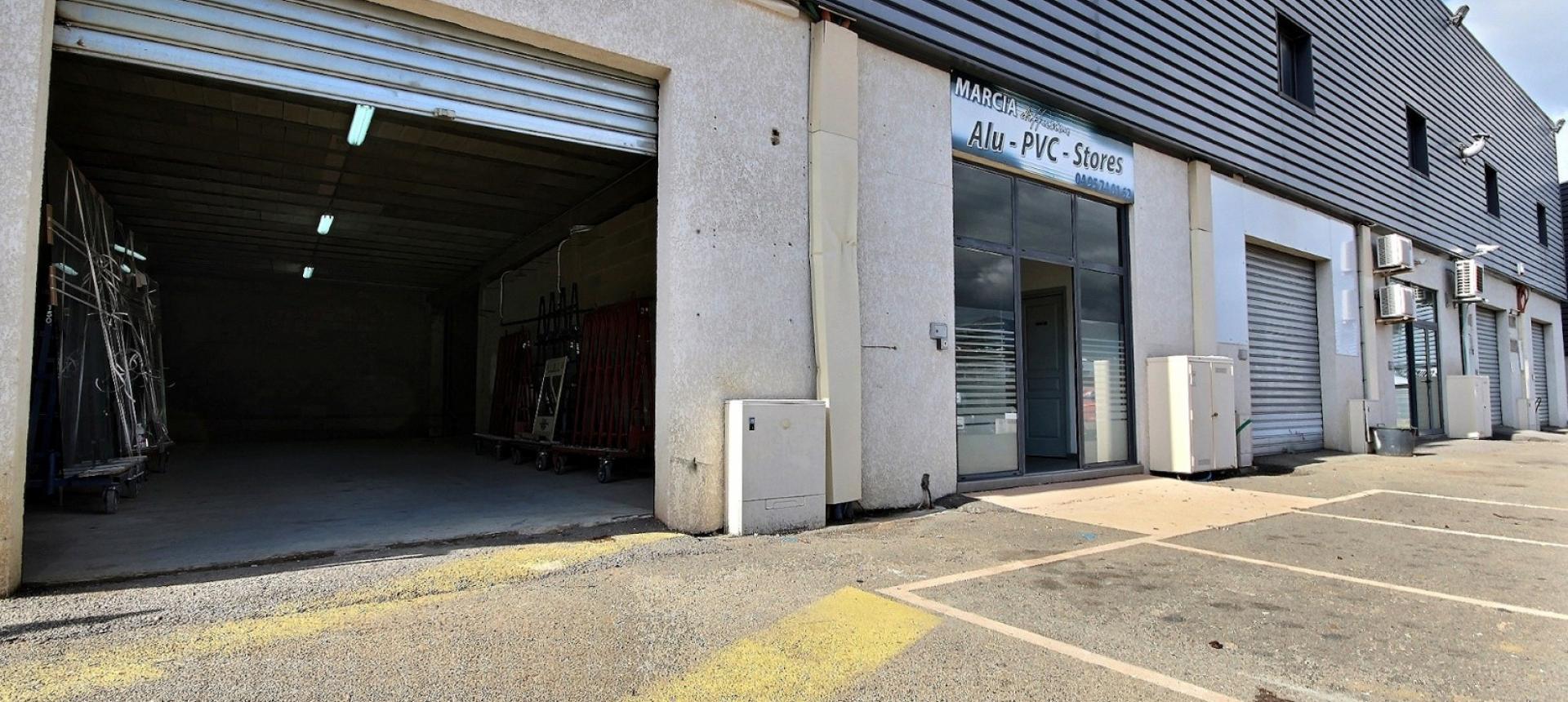 Local à louer  Parc d'activités de Mezzavia  vue extérieure partie dépôt