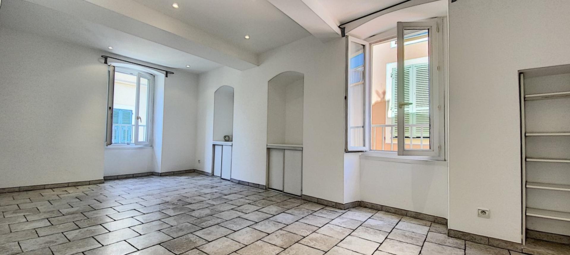 Vente d'un appartement F2 rénové-Centre historique Ajaccio - SEJOUR