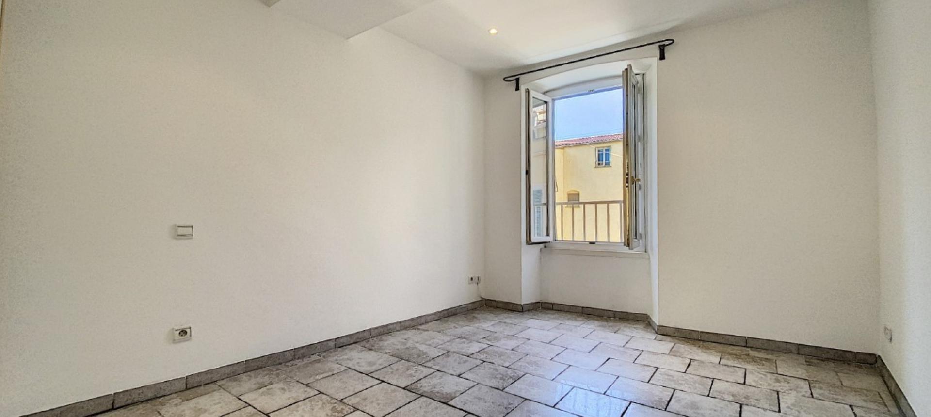 Vente d'un appartement F2 rénové-Centre historique Ajaccio - CHAMBRE