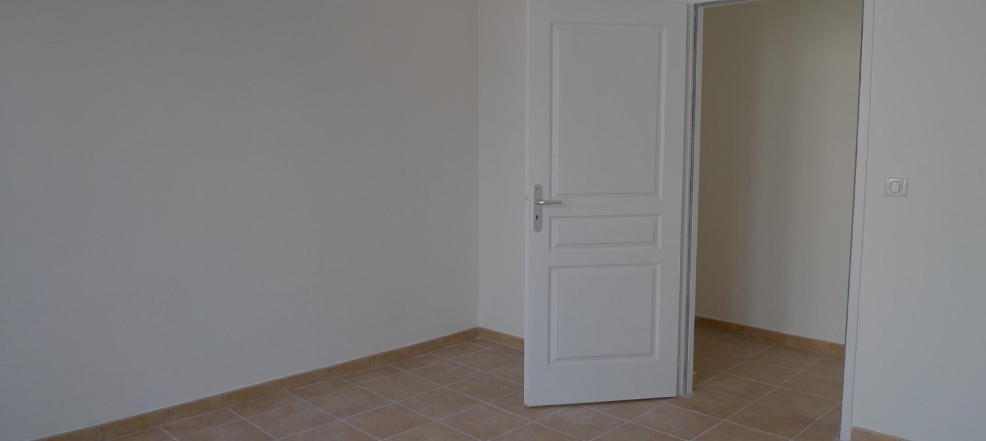 A LOUER F3 JEAN NICOLI Chambre