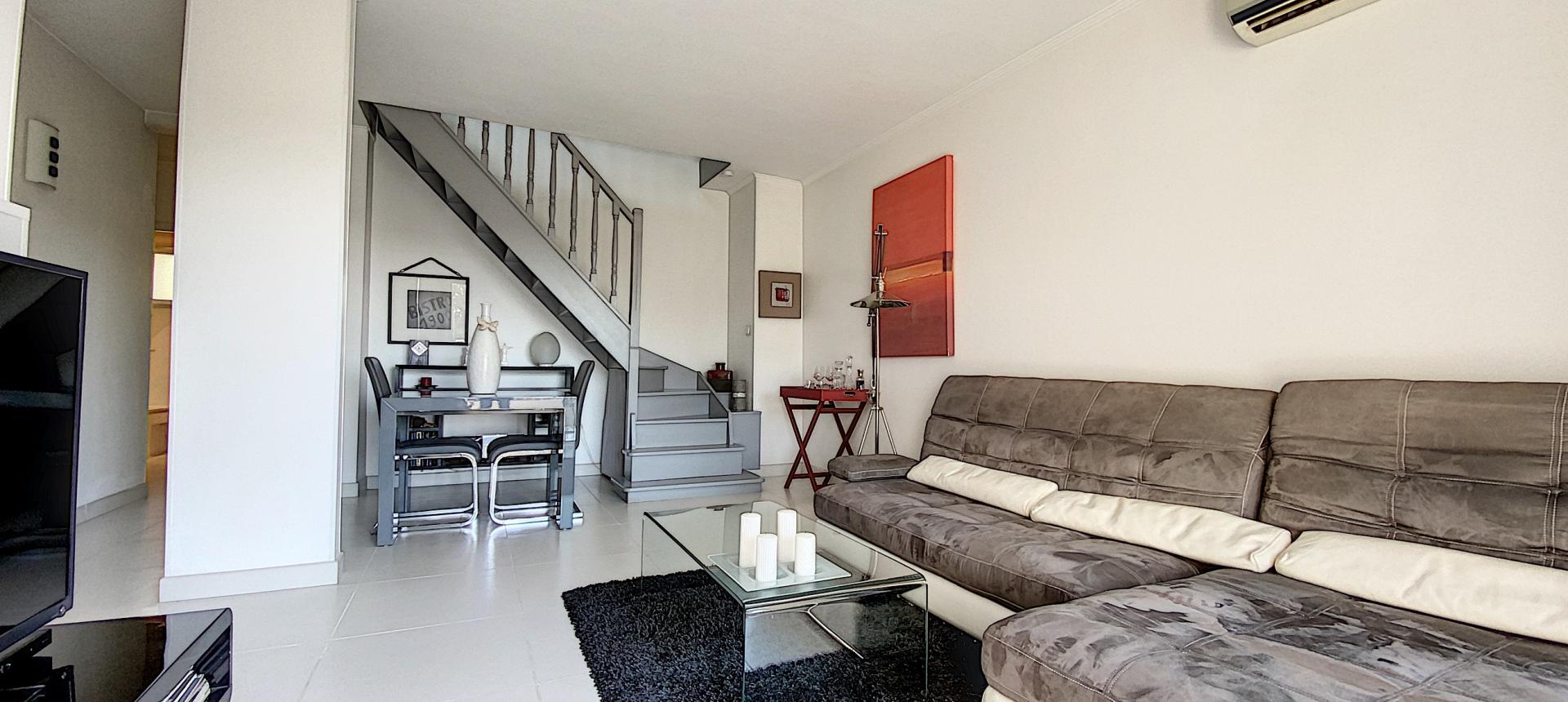 vente appartement F3 duplex ajaccio séjour escalier