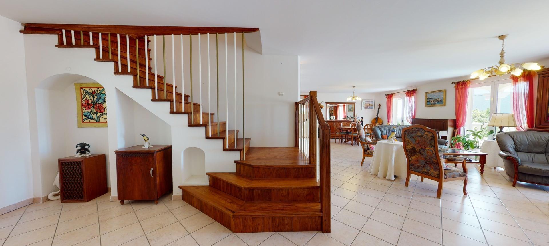 A vendre villa avec vue dégagée proche Ajaccio - AFA - SEJOUR ESCALIER