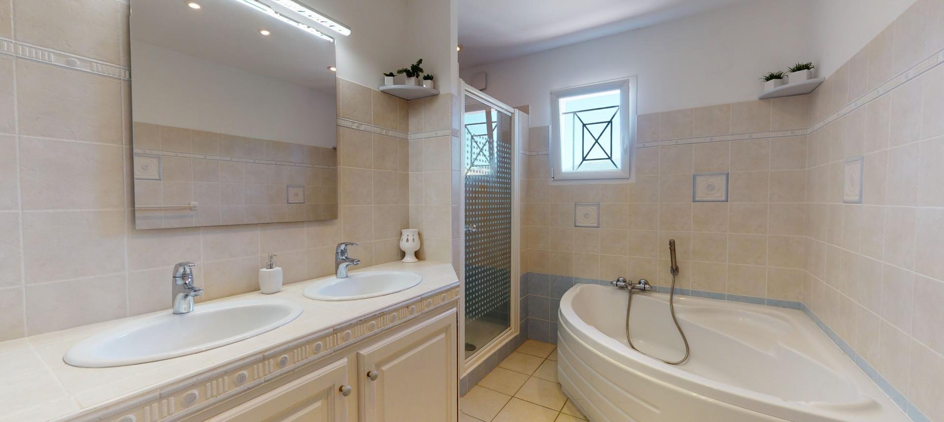 salle de bain VILLA PLAINE DE CUTTOLI