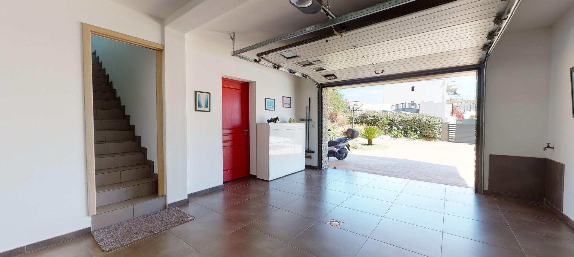Villa d'architecte à vendre à AJACCIO garage 2