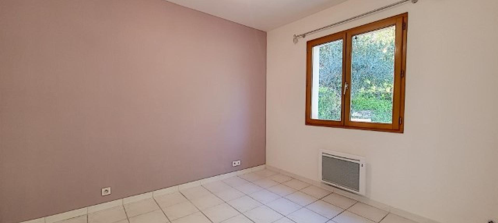 Villa F4 à louer avec jardin et terrasse à Bastelicaccia  chambre