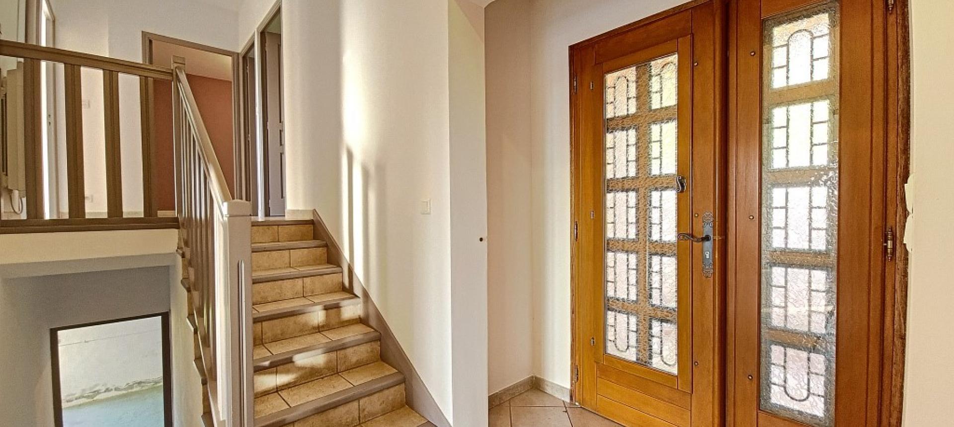 Villa F4 à louer avec jardin et terrasse à Bastelicaccia entrée