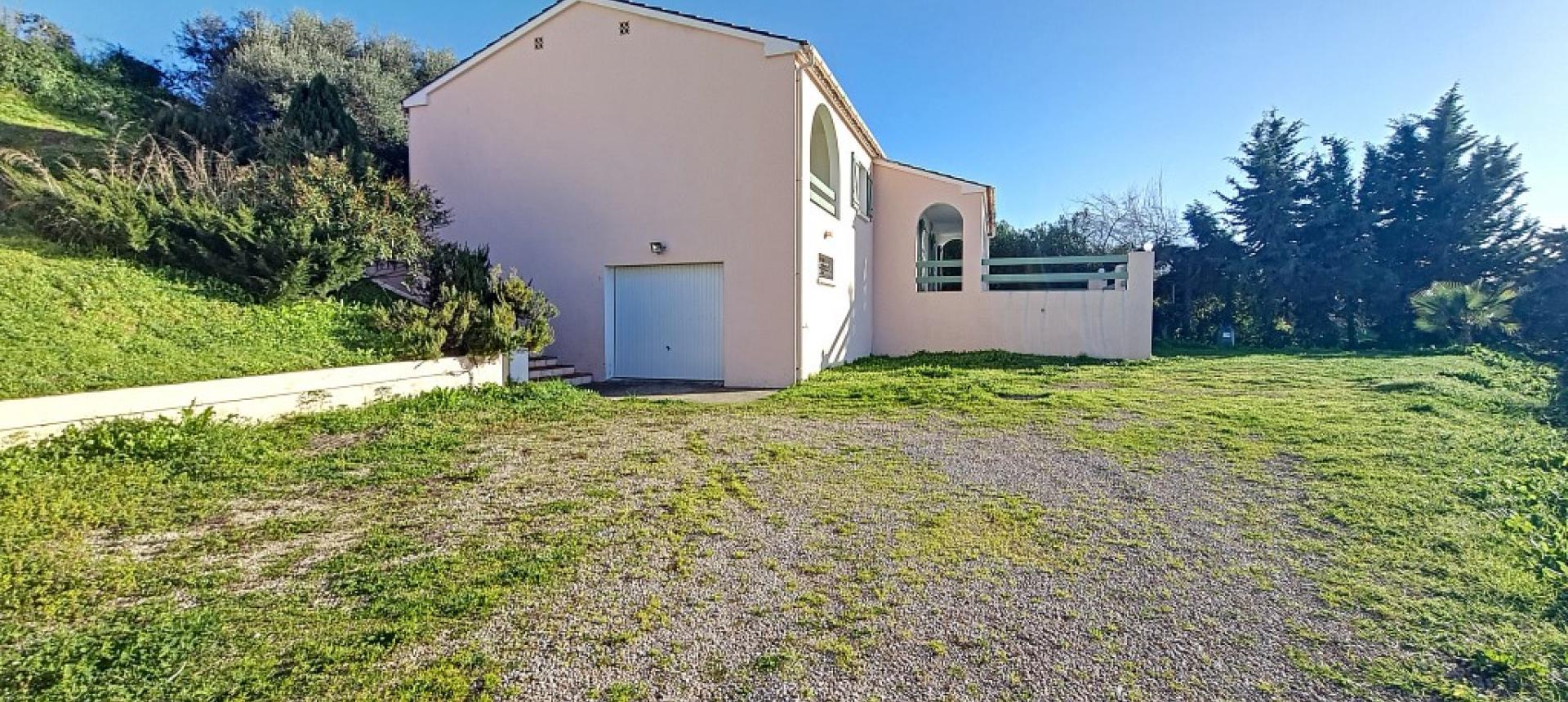 Villa F4 à louer avec jardin et terrasse à Bastelicaccia jardin