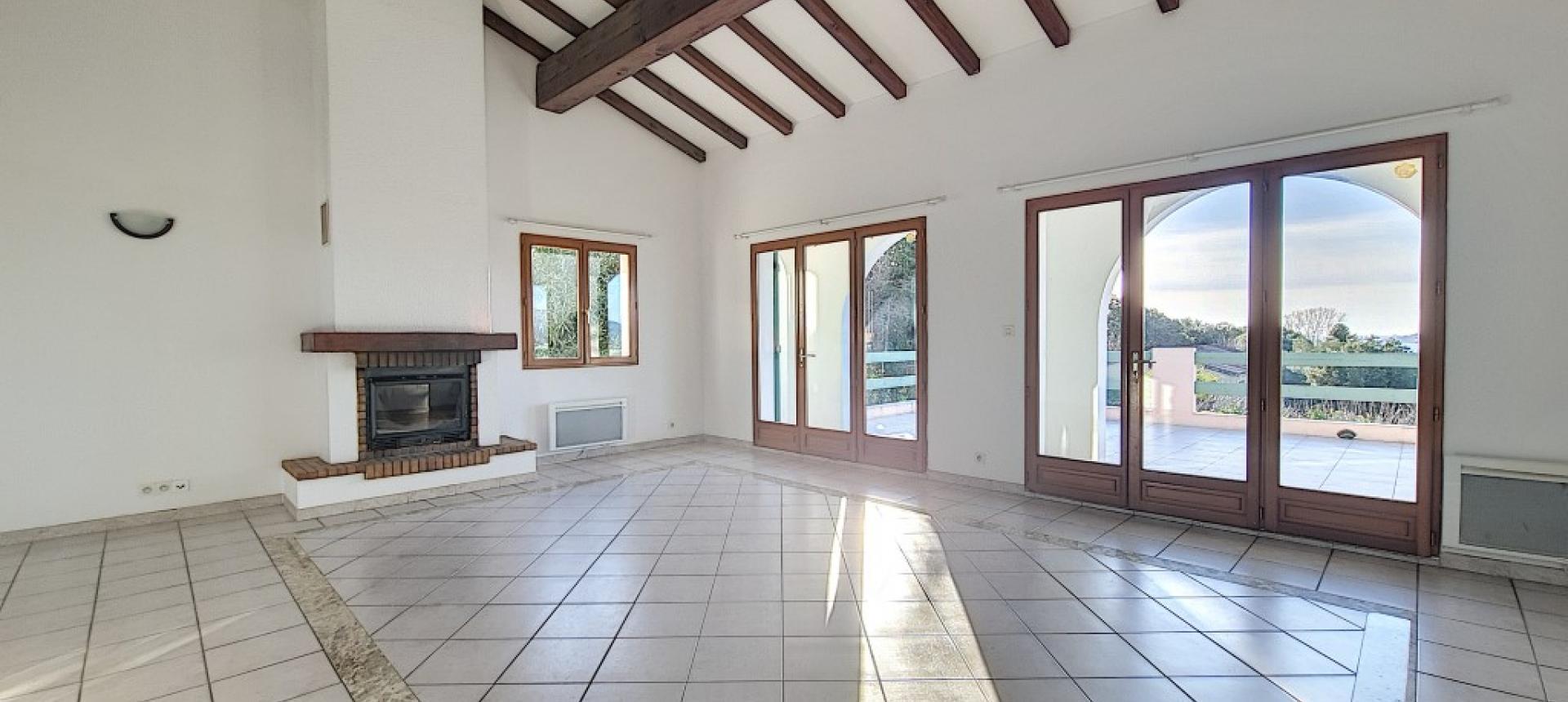 Villa F4 à louer avec jardin et terrasse à Bastelicaccia  pièce à vivre