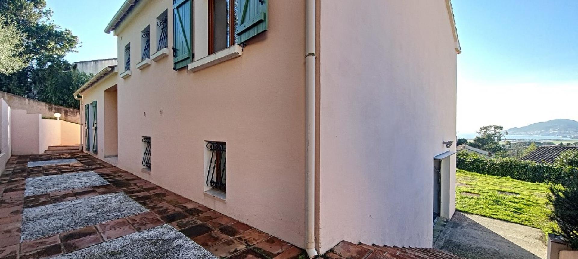 Villa F4 à louer avec jardin et terrasse à Bastelicaccia  terrasse nord