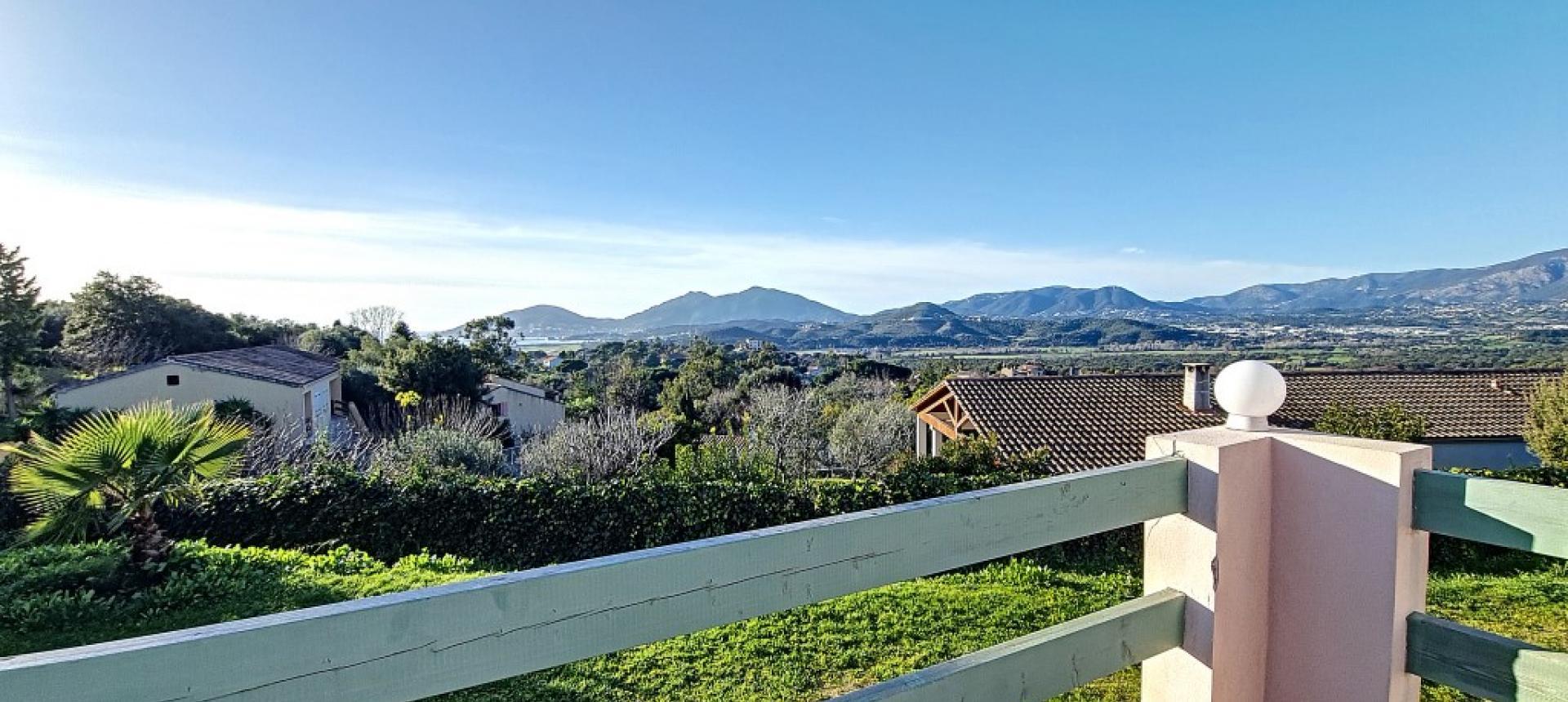 Villa F4 à louer avec jardin et terrasse à Bastelicaccia  vue terrasse