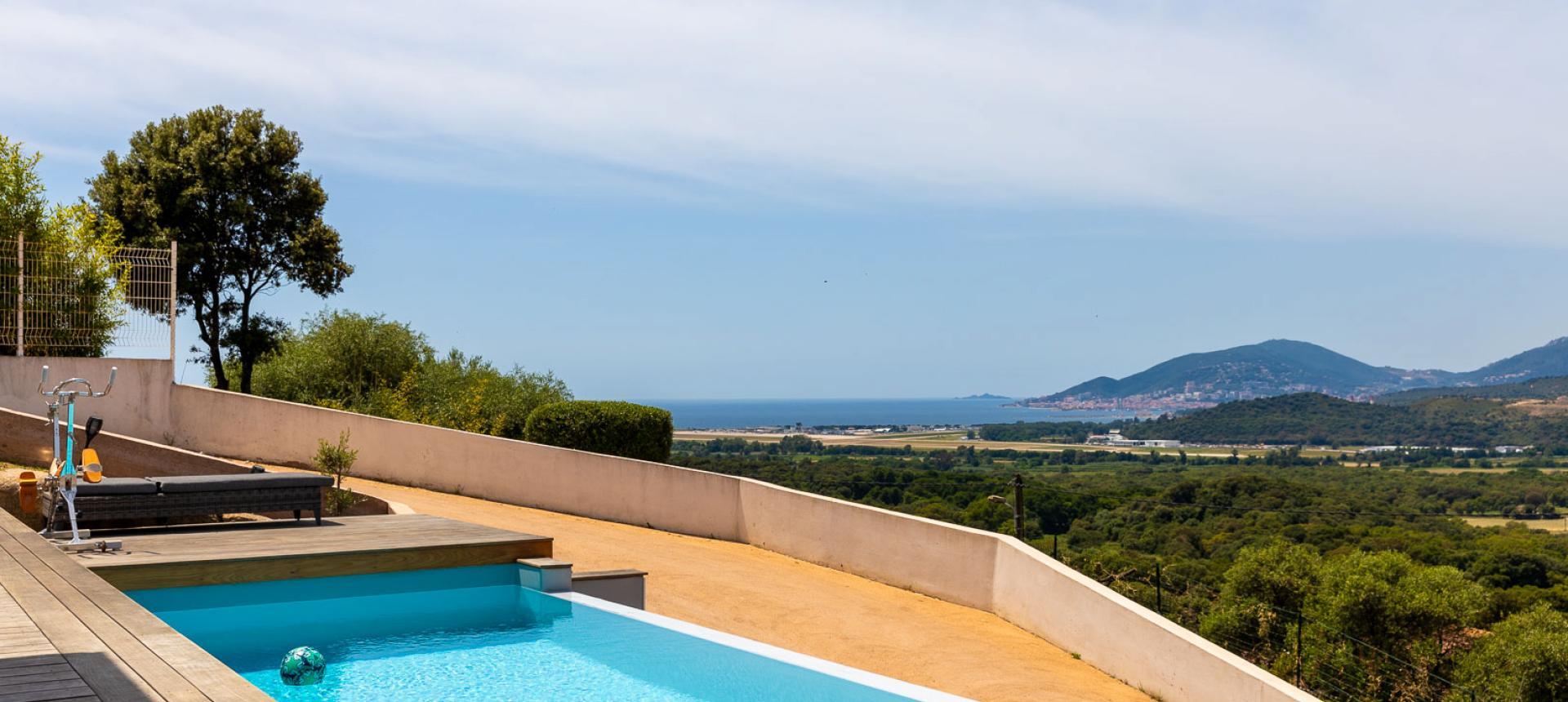 Villa à vendre proche Ajaccio Porticcio piscine à debordement