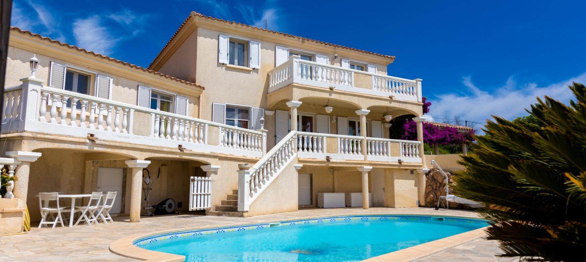 A vendre villa avec vue dégagée proche Ajaccio - AFA - EXTERIEUR VILLA AFA PISCINE