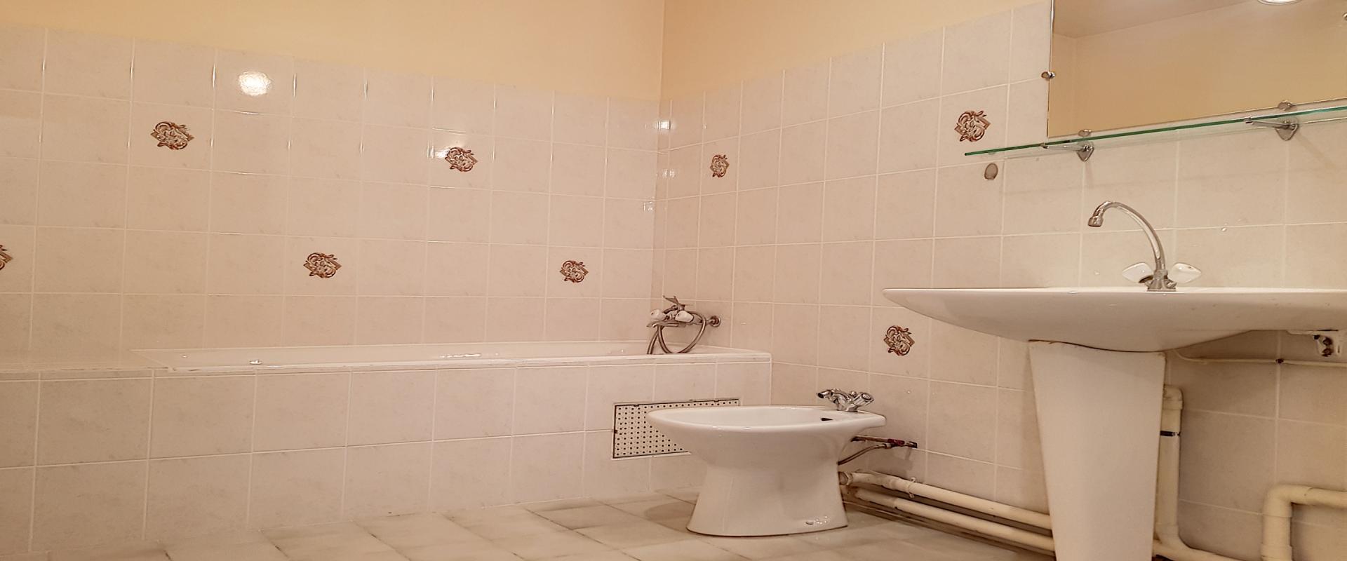 F3 Avenue Maréchal Juin Salle de bains