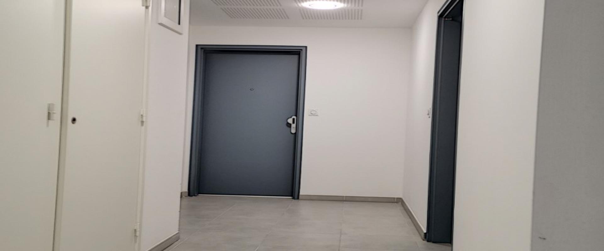 F3 neuf à louer Carré Bodiccione hall entrée