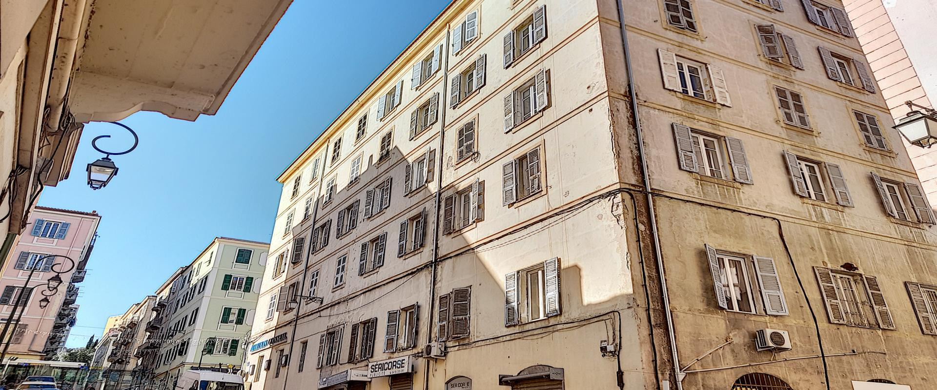 A louer local rue Frediani