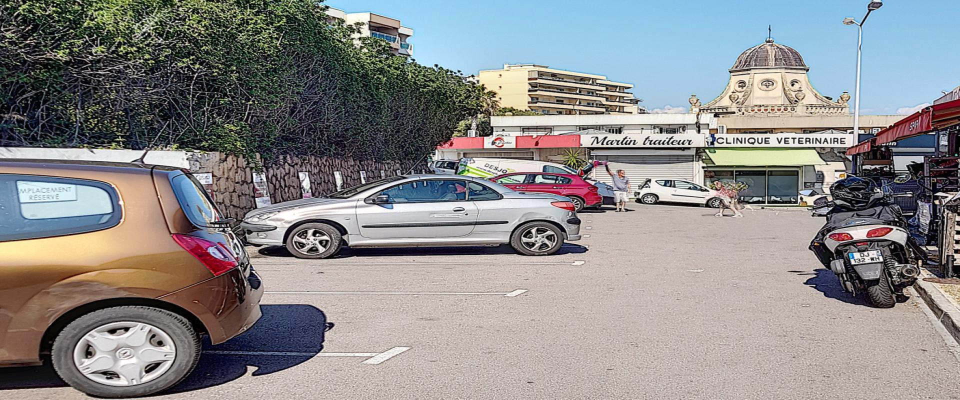 A louer local Résidence des iles parking