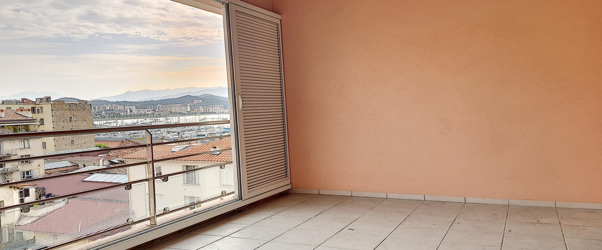 A vendre T5 duplex Espace Alban terrasse