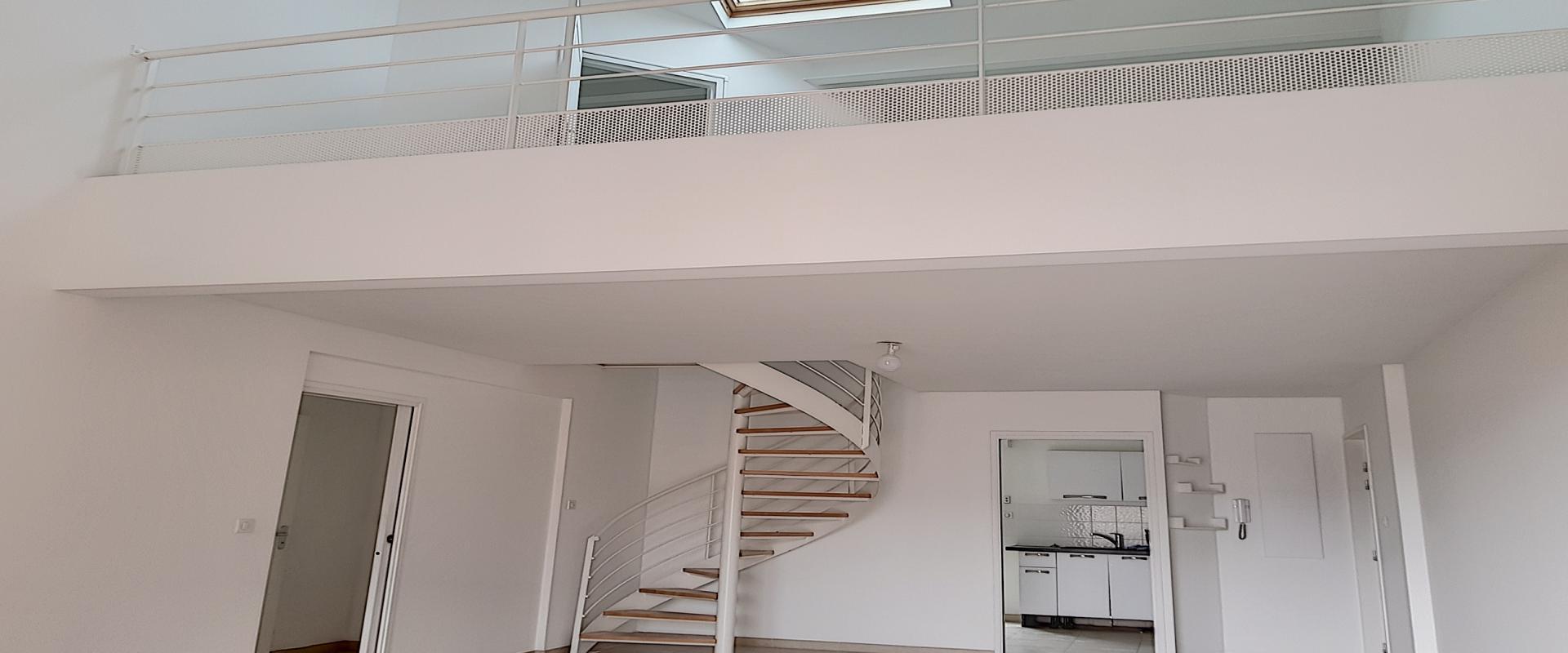 A vendre T5 duplex Espace séjour