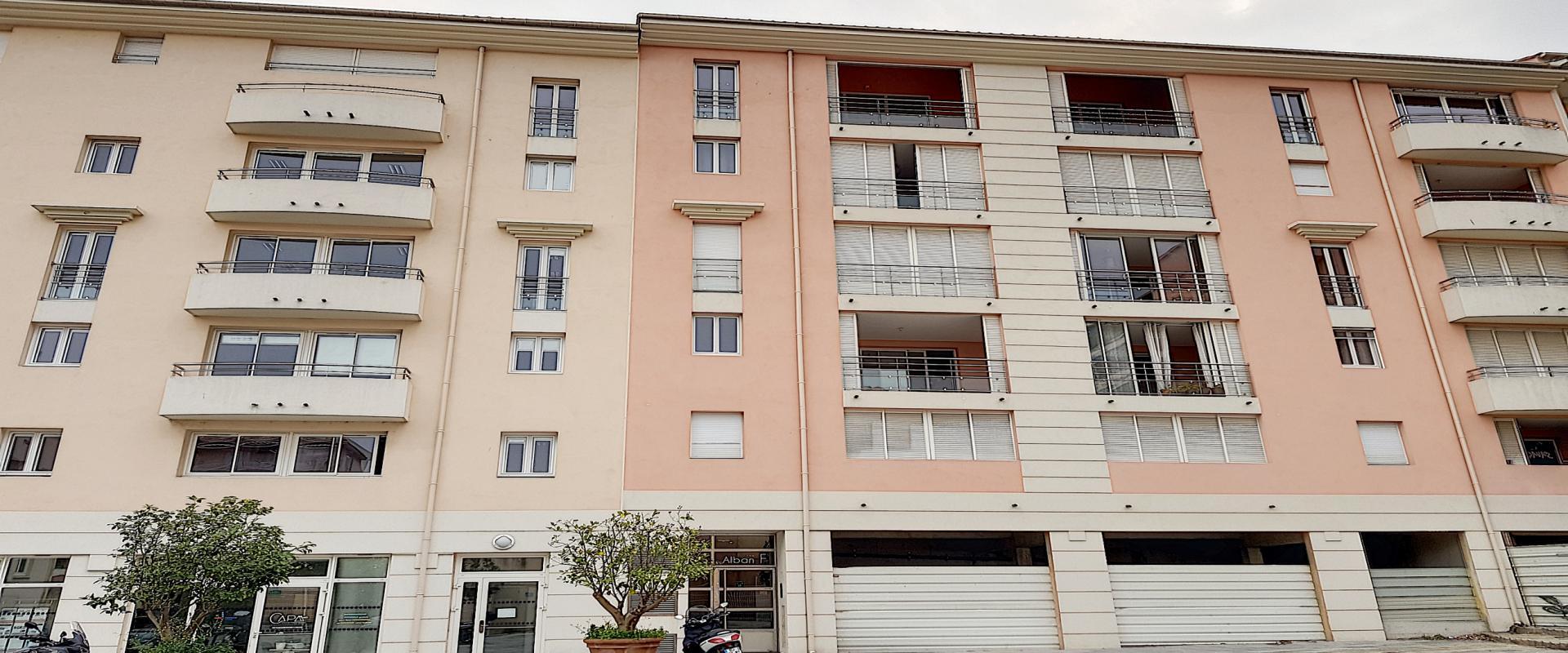 A vendre T5 duplex Espace immeuble