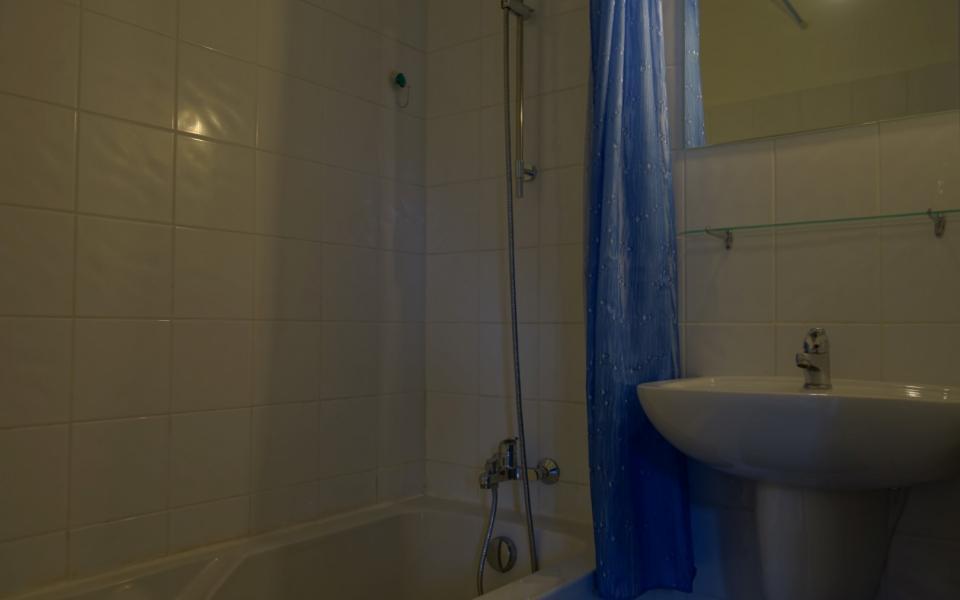 F2 à louer plaine de Peri salle de bains