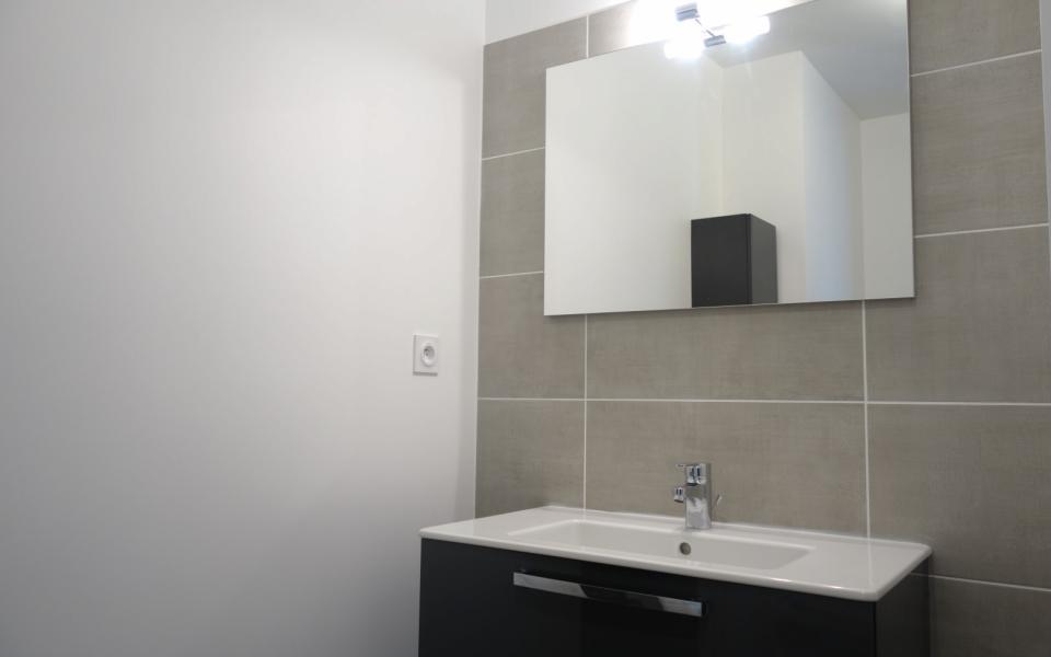 F2  à louer Stiletto salle de douche