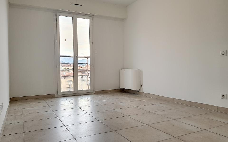 A vendre T5 duplex Espace chambre