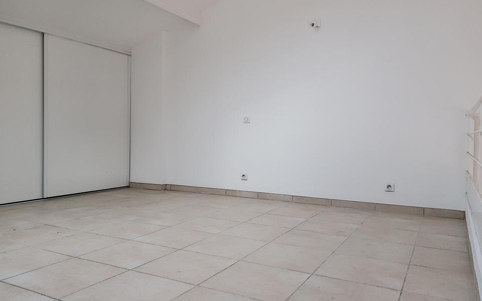 A vendre T5 duplex Espace étage