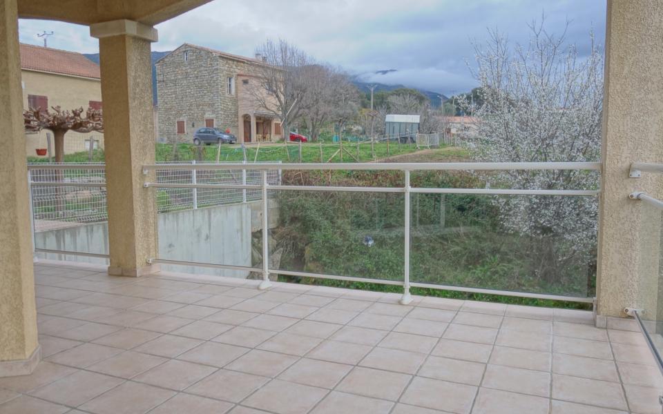 F2 à louer Plaine de Peri vue depuis la terrasse