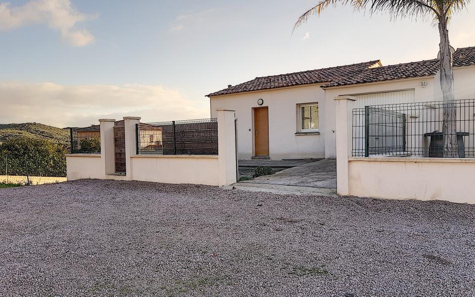 En Corse, à Ajaccio, Location d'une Villa récente  type F4 à AFA -