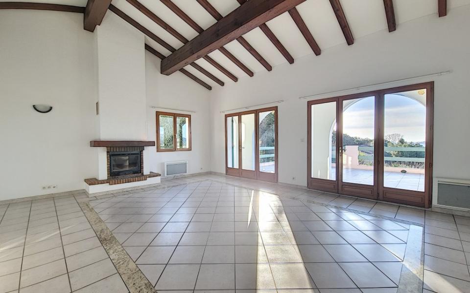 Villa à louer Bastelicaccia pièce à vivre