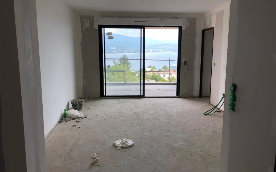F2 neuf à louer immeuble Pinarellu résidence le Genovèse vue du salon